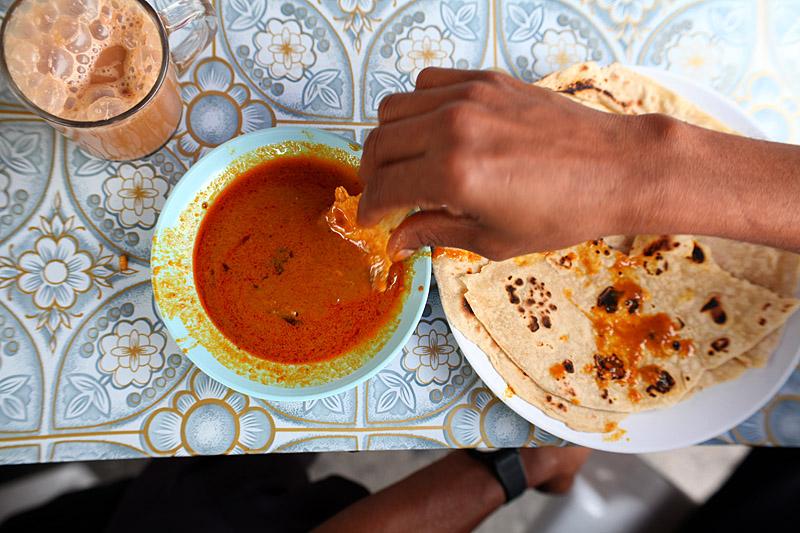 David-hagerman-penang-little-india-eating-chapati-curry