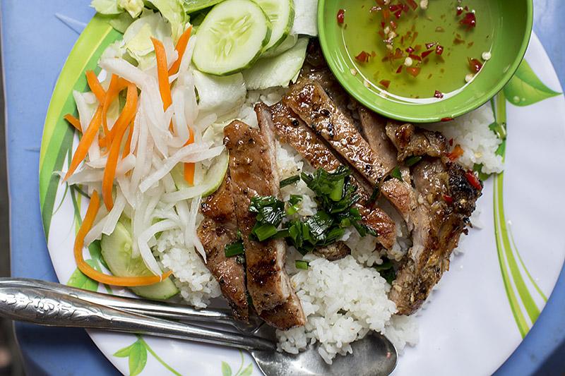 David-hagerman-com-thit-nuong-tai-dinh-market-saigon-january-15-2014