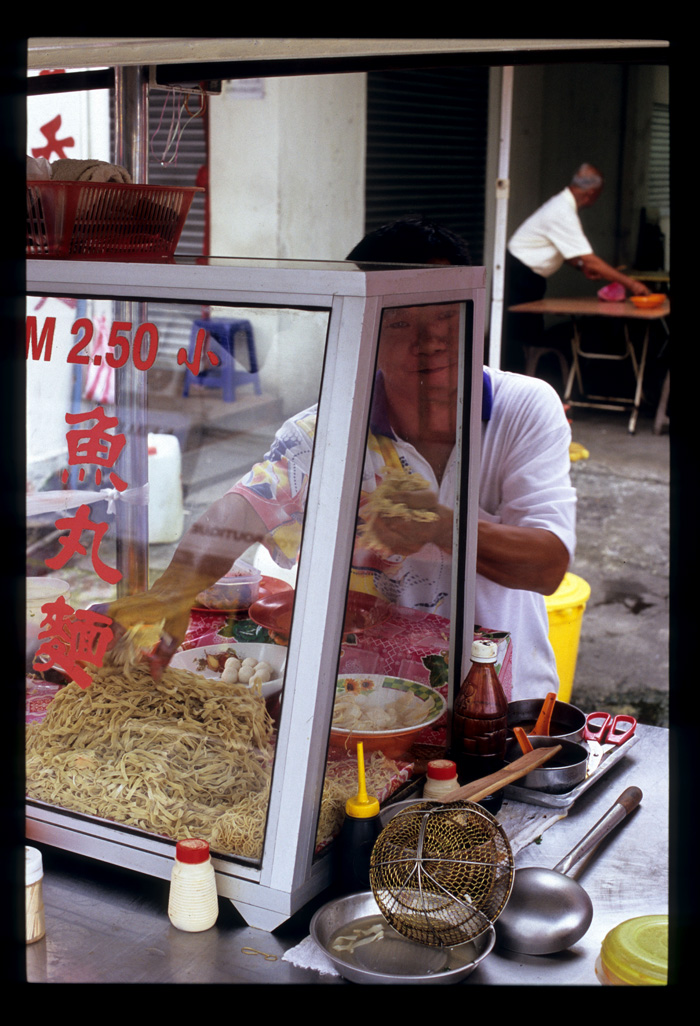 Muar_fish_ball_noodle_vendor