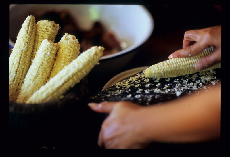 Medinas_grating_corn2_2