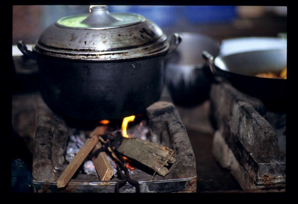 Medinas_pot_on_stove_2