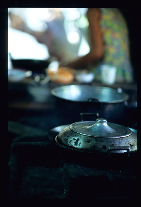 Medinas_pots_on_stove_2