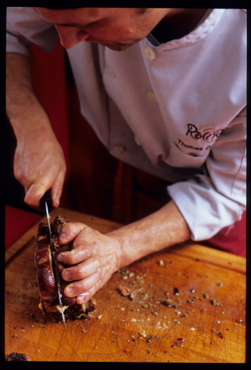 Porchetta_slicing