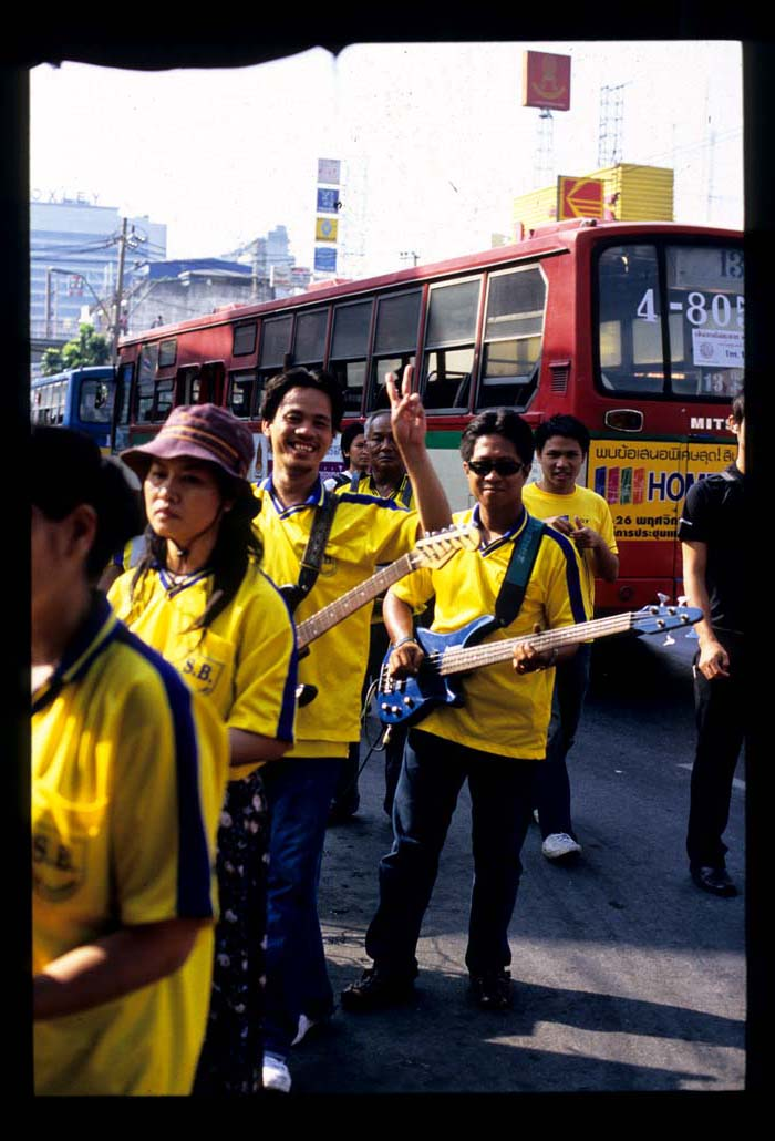Bkk_kt_guitar_and_bus