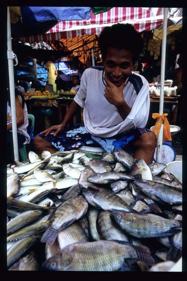 Baclaran_fish_vendor