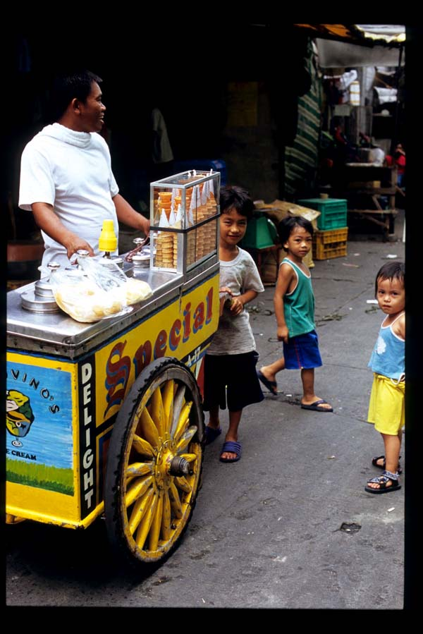 Baclaran_ice_cream_cart