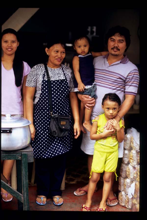 Baclaran_sinigang_family