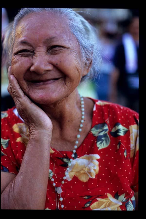 Baclaran_smiling_lady_1