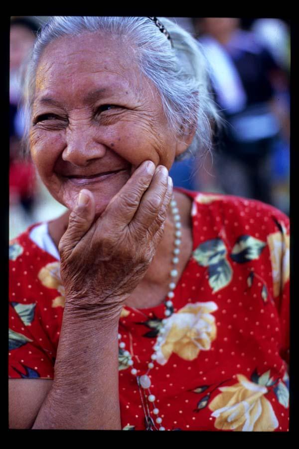 Baclaran_smiling_lady_2