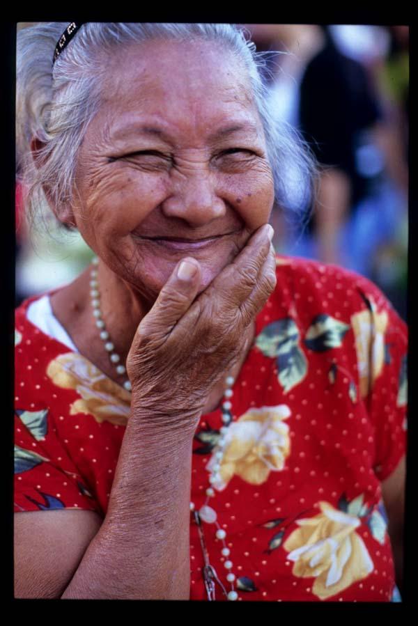 Baclaran_smiling_lady_3