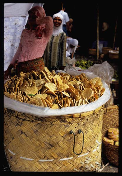Sumatra_kpek_beef_crackers_basket