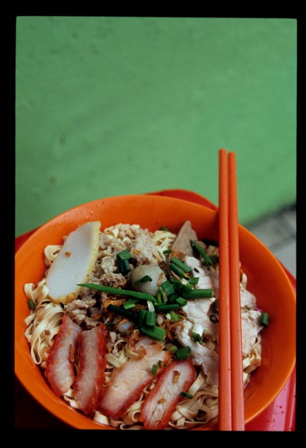 Kuching_kolo_mee_thick_served