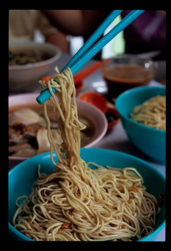 Kuching_kolo_mee_thin_liftup