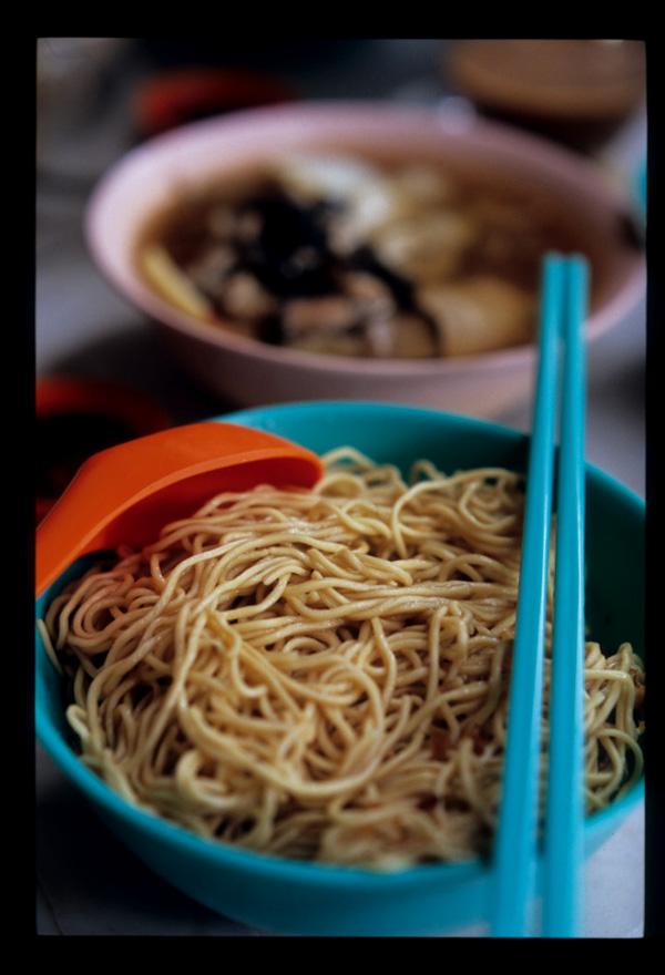 Kuching_kolo_mee_thin_served