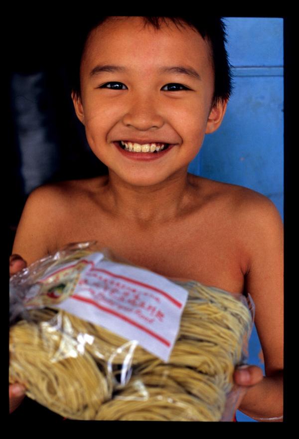 Kuching_noodle_kids_1