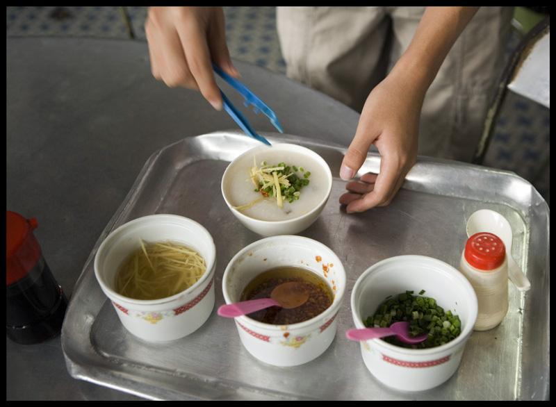 Penang_dim_porridge_serving