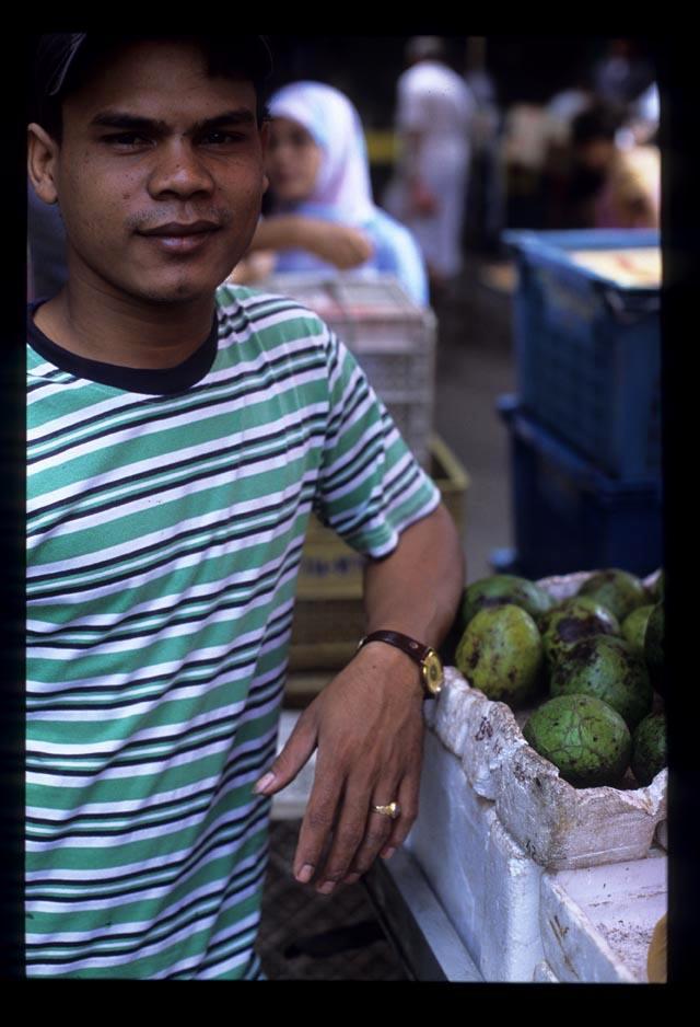 Avocado_vendor_chow_kit