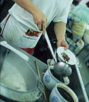 Bangsar_meatball_saucing