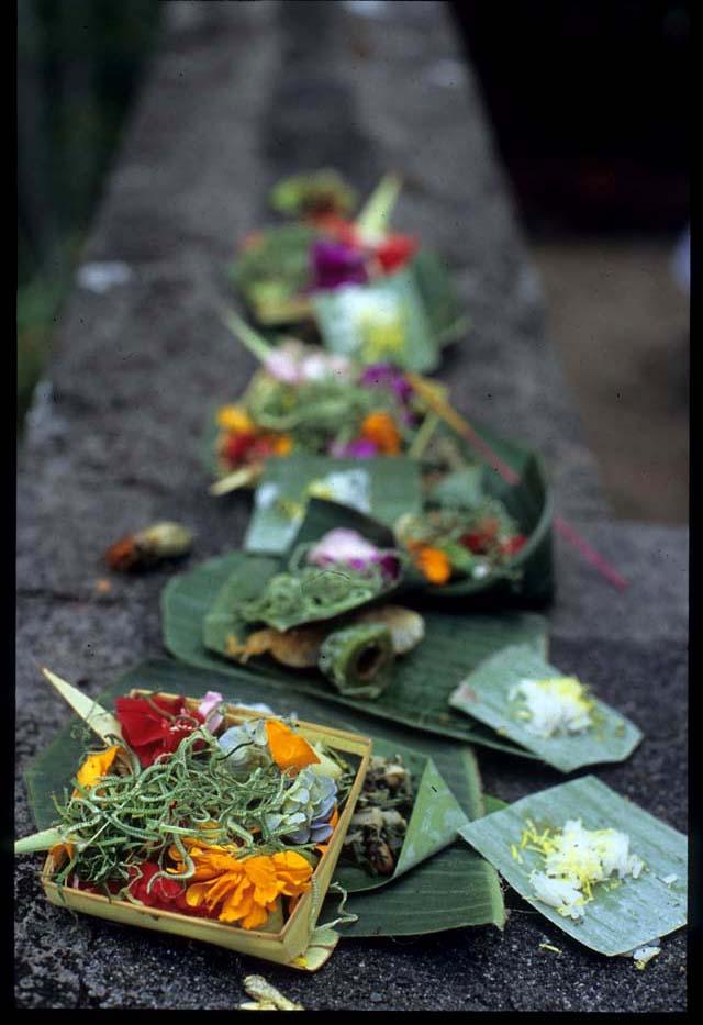 Banjar_mkt_flower_offering