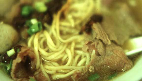 Beef_noodle_soup_noodle_close