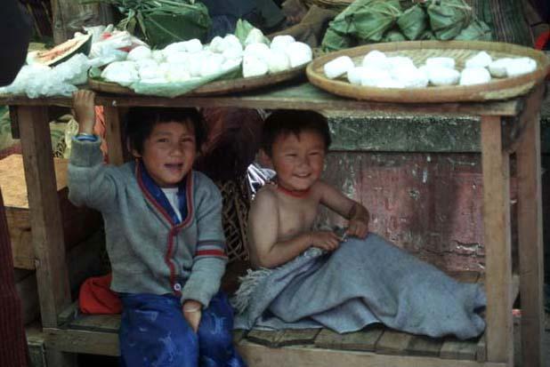 Bhutan_market_kids