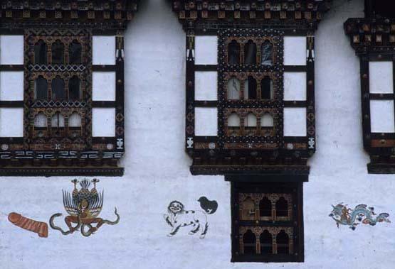 Bhutan_penis_house
