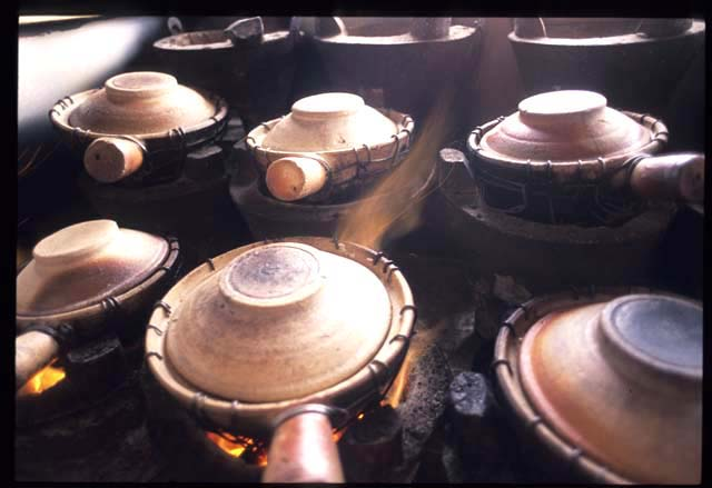 Claypot_chicken_pots_on_fire_1