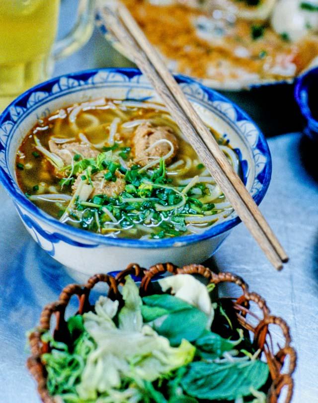 Crab_noodle_served_1
