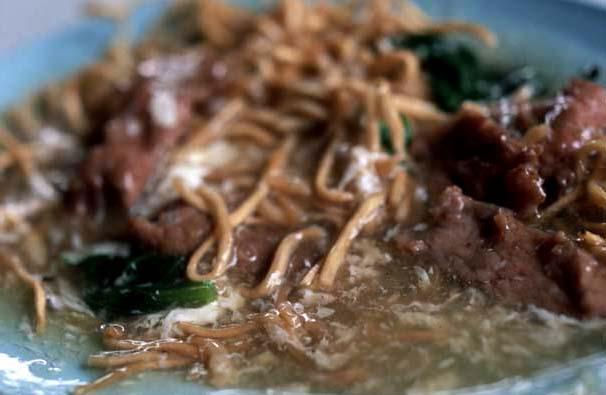 Gravy_beef_noodle_wet_half_eaten