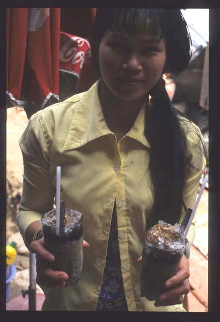 Han_thuyen_coffee_lady