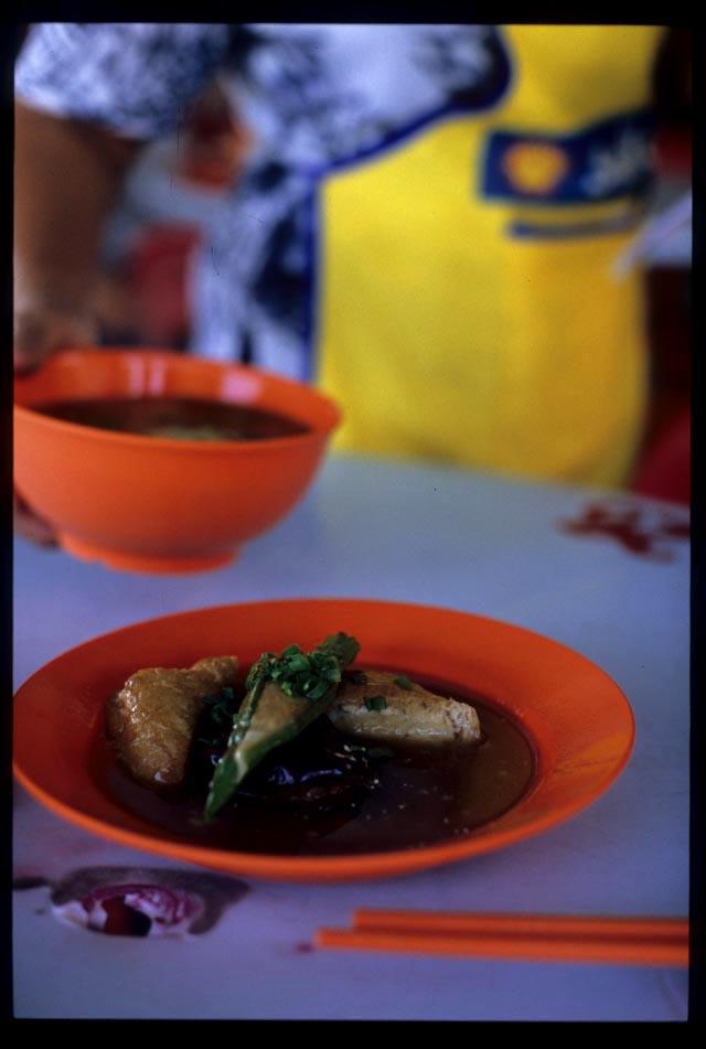 Ipoh_ytf_soup_serve