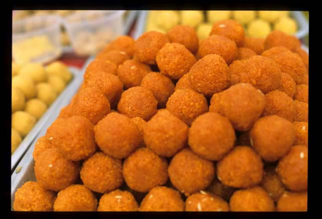 Jamil_sweets_orange_balls