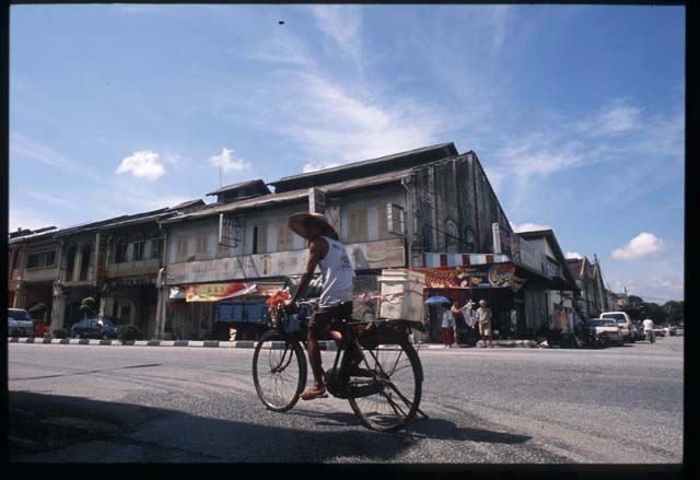 Kampar_guy_on_bike