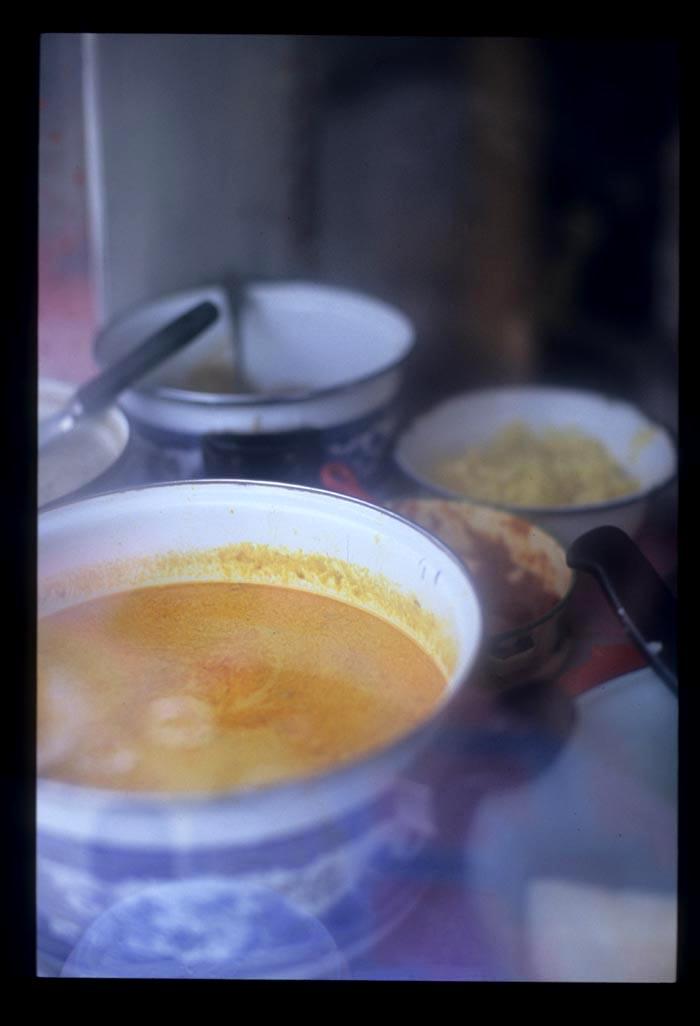 Maninjau_am_curries_in_a_window
