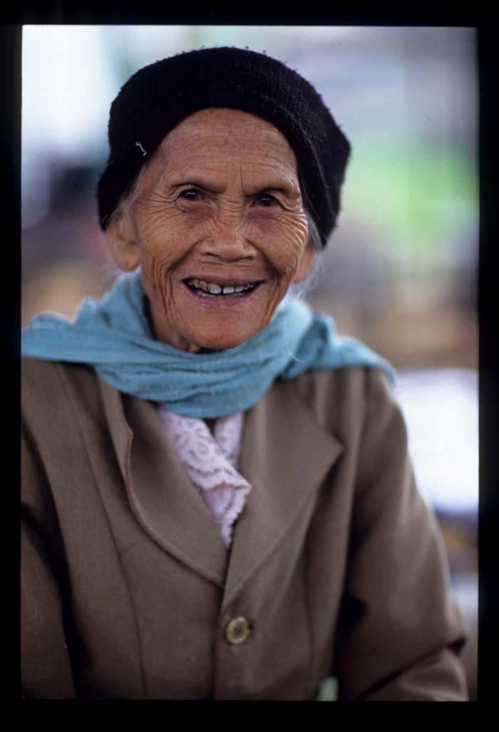 Naam_yaa_vendor_smiling