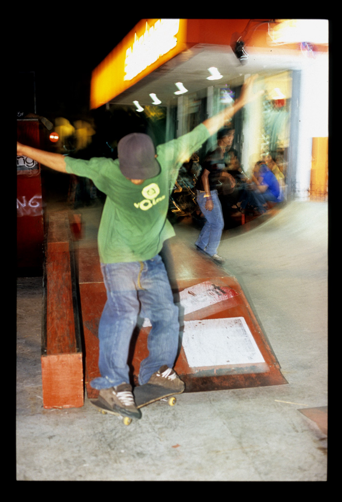 Padang_nightlights_skateboarders