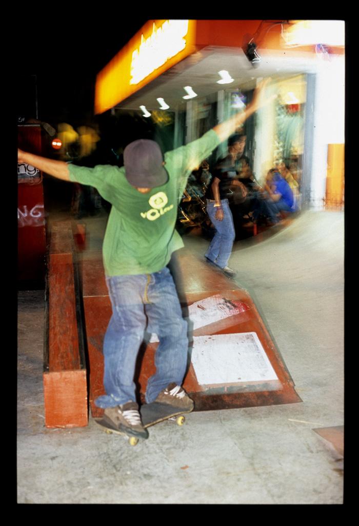 Padang_nightlights_skateboarders