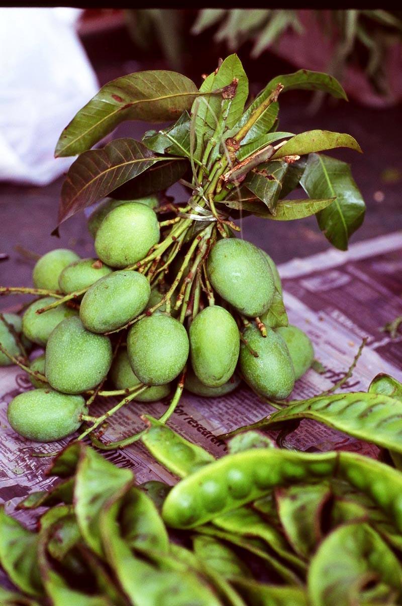 Pasar_sentul_green_mangoes