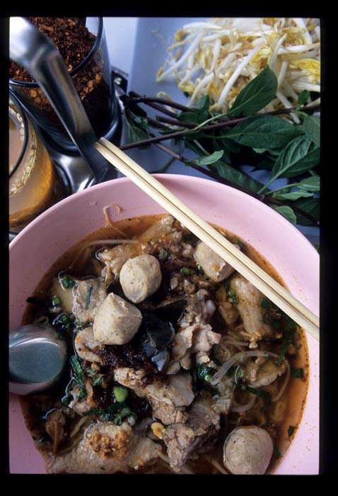 Phayao_tom_yam_noodle_served