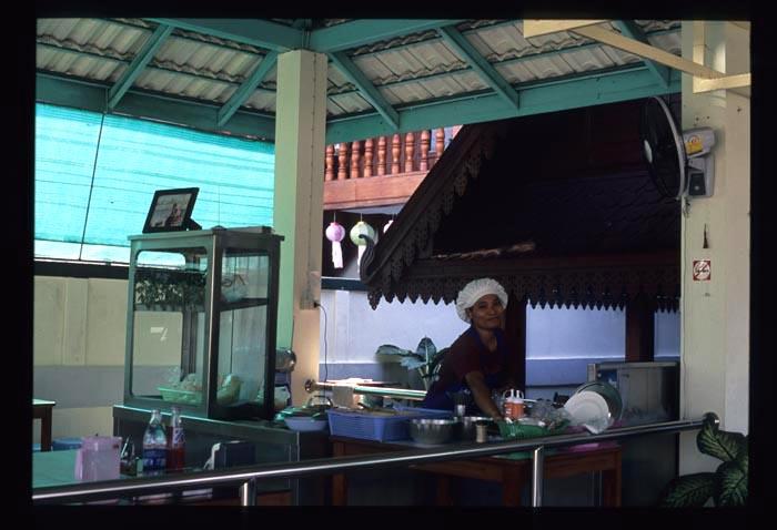 Phayao_tom_yam_noodle_vendor