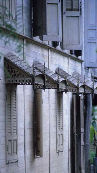Phrae_white_wooden_house_awnings