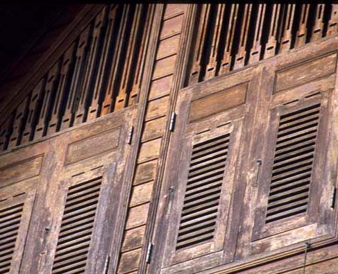 Phrae_wooden_shutters_house