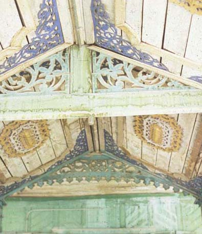Phrae_wooden_temple_ceiling