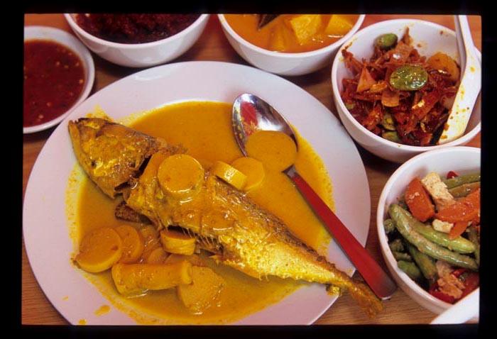 Pinang_masak_fish_and_curries