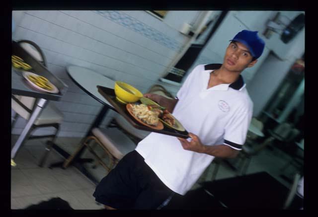 Pj_chicken_rice_waiter