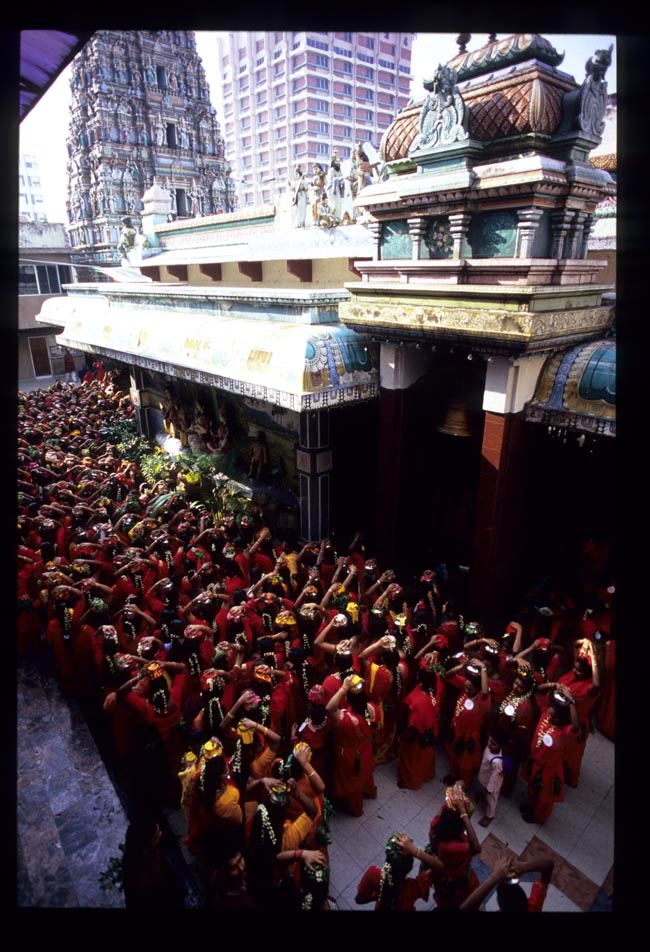 Pooja_crowd_inside_temple