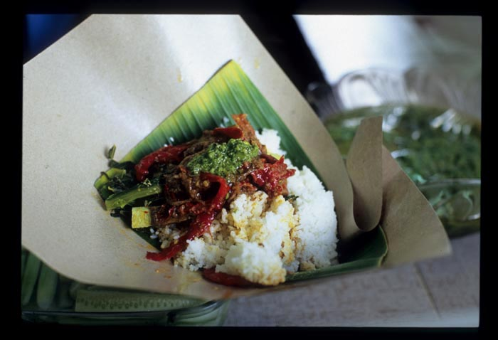 Sambal_hijau_payakumboh_on_nasi