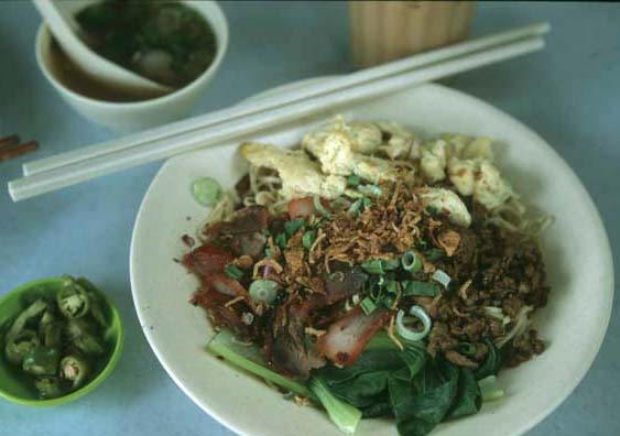Sarawak_konlo_mee_served_ea_1