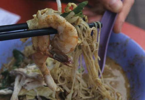 Sarawak_noodle_scoopup