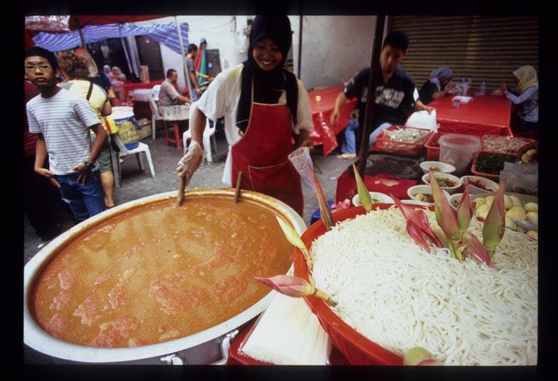 Tar_laksa_pot_and_noodles